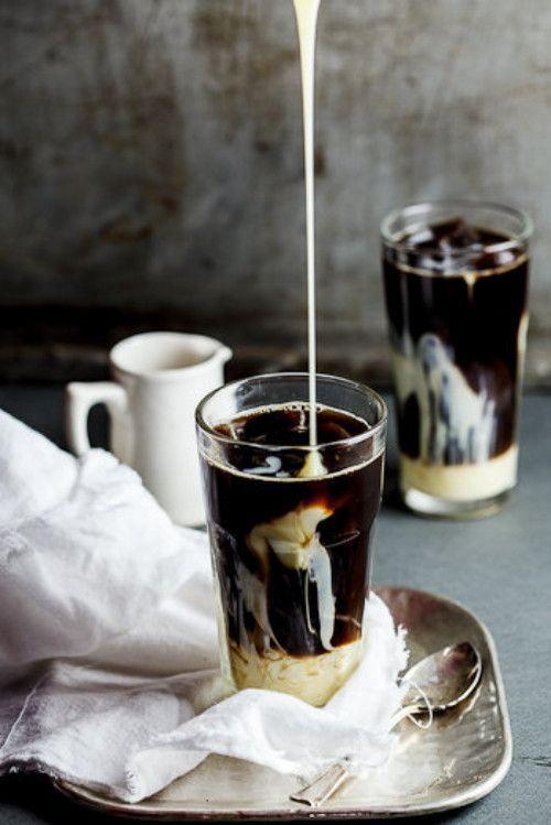 Delicious coffee with condensed milk / Delicioso café con leche condensada