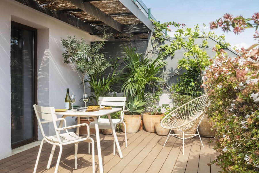Terrazzo con piccola tettoia piante Pátio interior