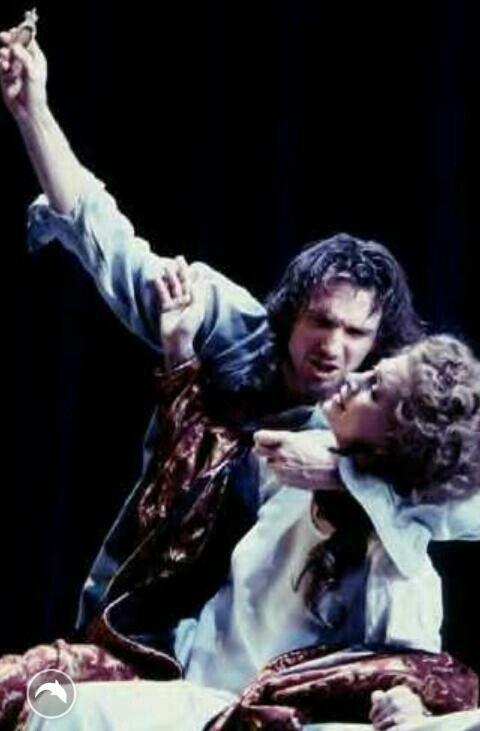 "1995 - ""Hamlet"" Closet scene: Ralph Fiennes as Hamlet, Francesca Annis as Gertrude"
