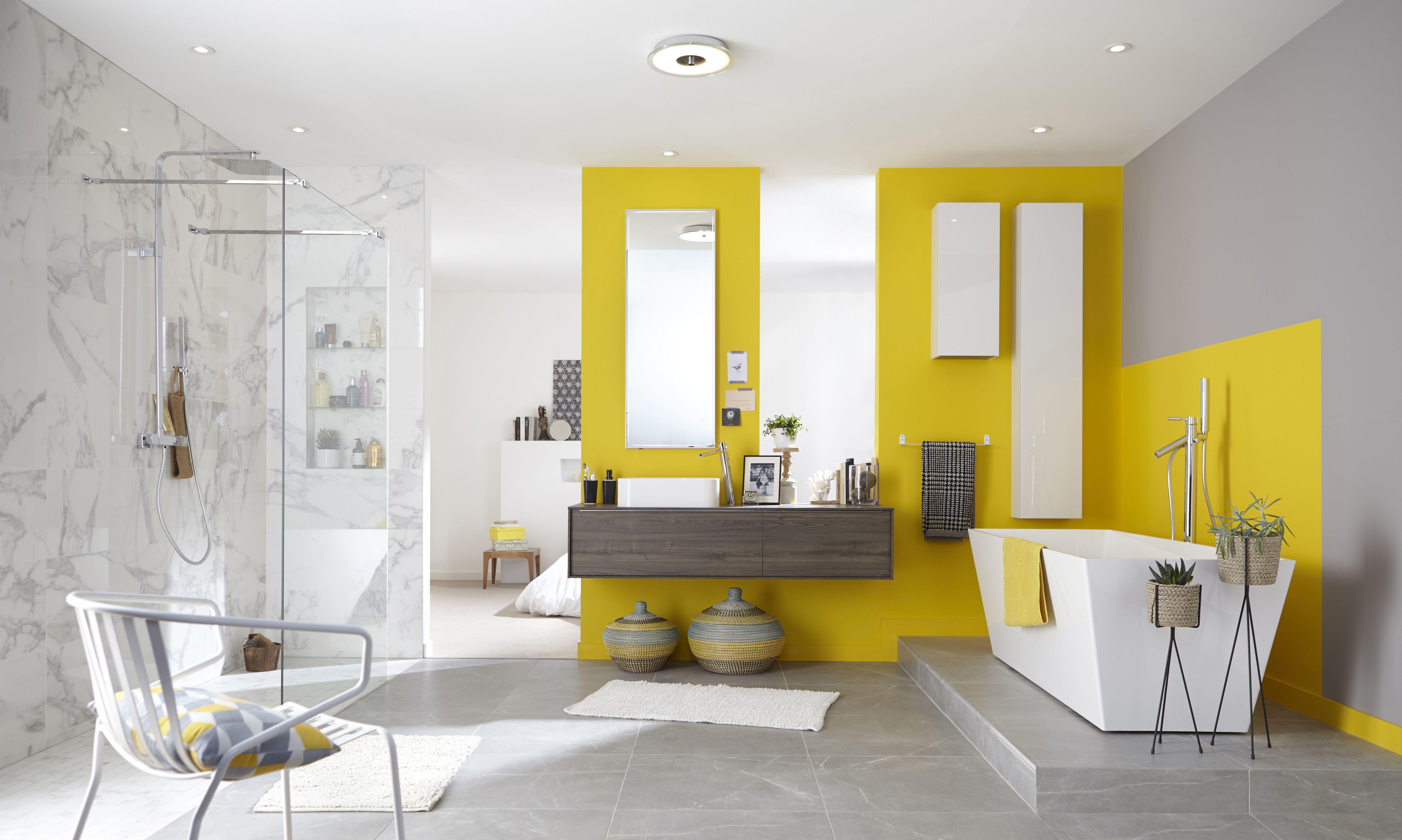 une salle de bains tendance et design avec ses meubles contemporains et les touches de couleur. Black Bedroom Furniture Sets. Home Design Ideas