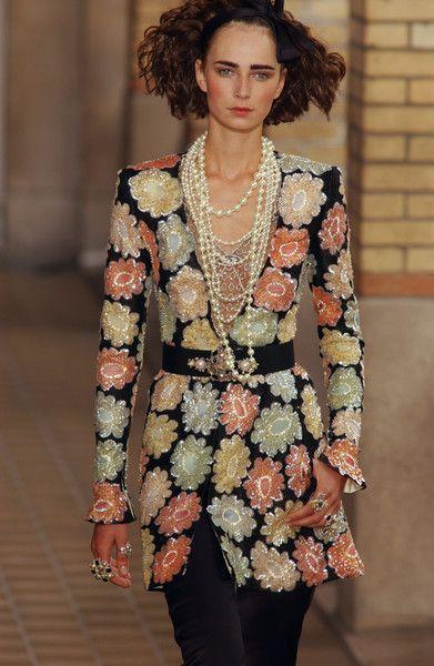 Chanel Fall 2016 Fashion show & more details