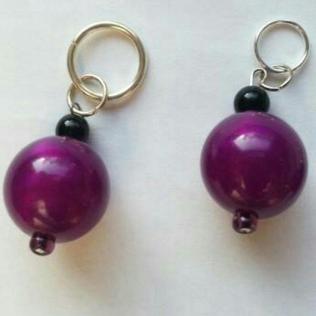 Recycled bead stitch markers