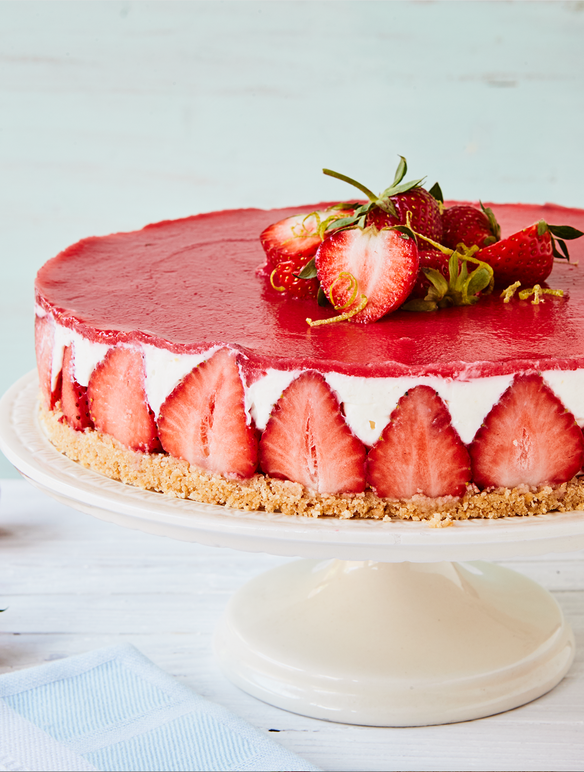 Strawberry cream cheese cake with biscuit base