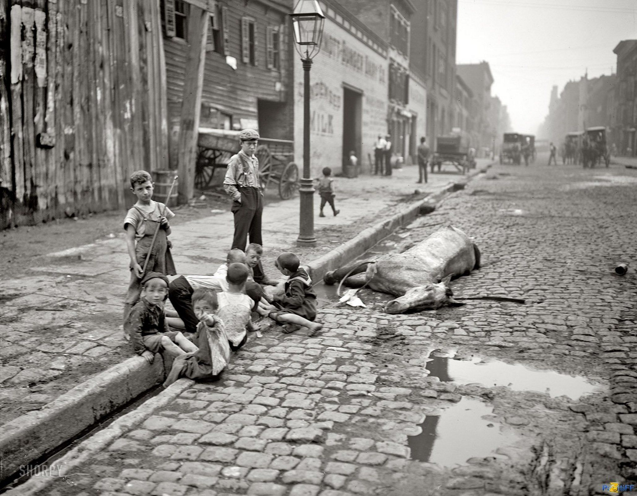 here s what new york city looked like before sanitation the way children played in the streets during the great depression as the streets are