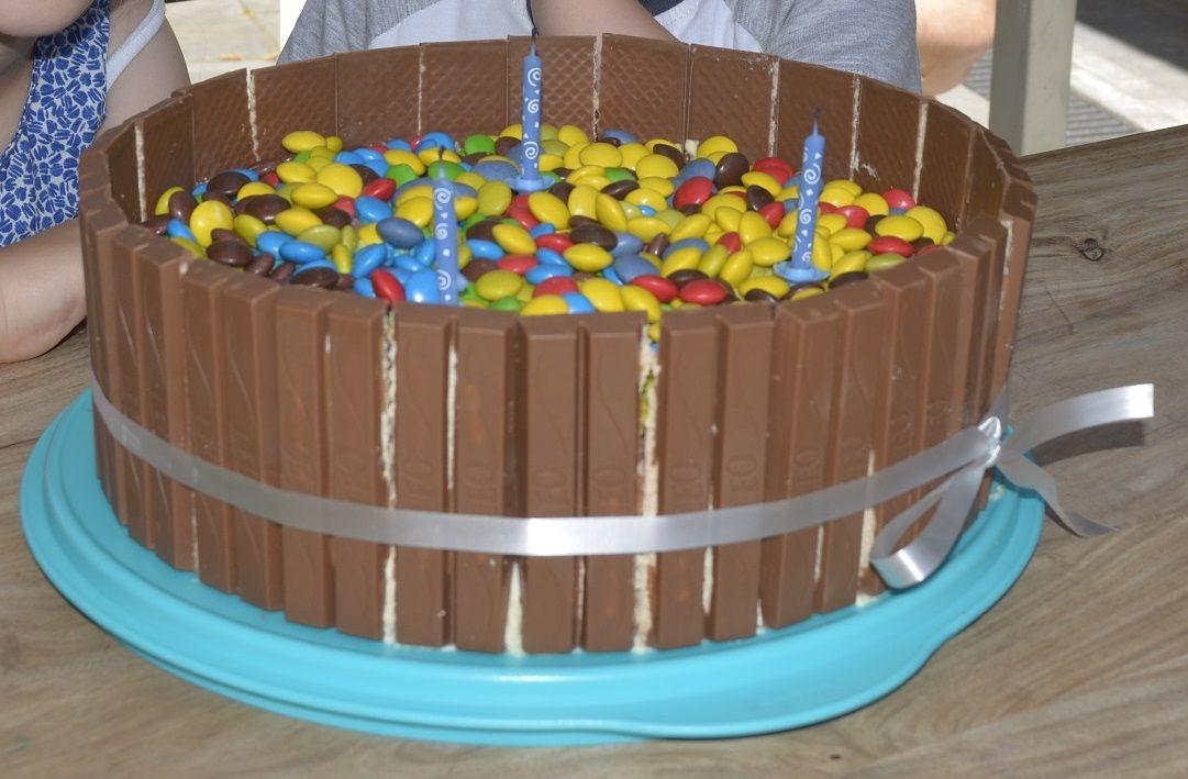 Smartie taart! 3 lagen biscuit. chocolade slagroom vulling ... Smarties Taart