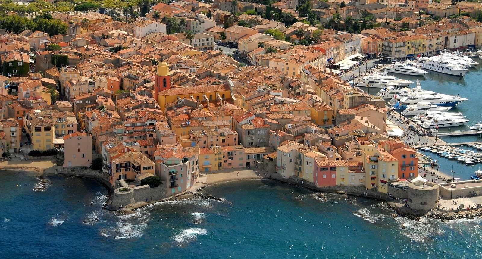 La Tarte Tropezienne 60 Eves A Cote D Azur Ikonikus Sutije St Tropez France Saint Tropez French Riviera