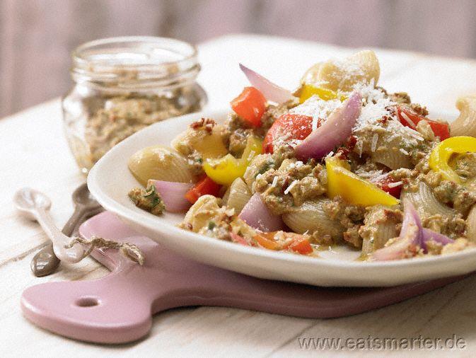 Pasta mit Wallnuss-Tomaten-Pesto