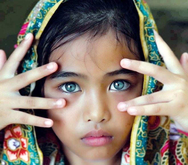 هندية صاحبة أجمل عيون في العالم Most Beautiful Eyes Gorgeous Eyes Beautiful Children