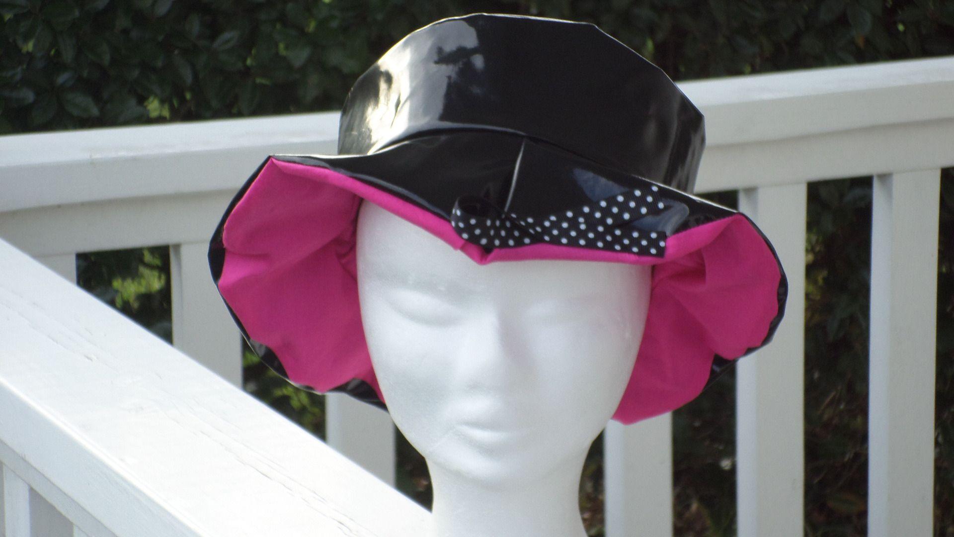 82ee2e7700d4 chapeau de pluie en vinyle noir doublé d un coton rose femme CRÉATEUR LIN