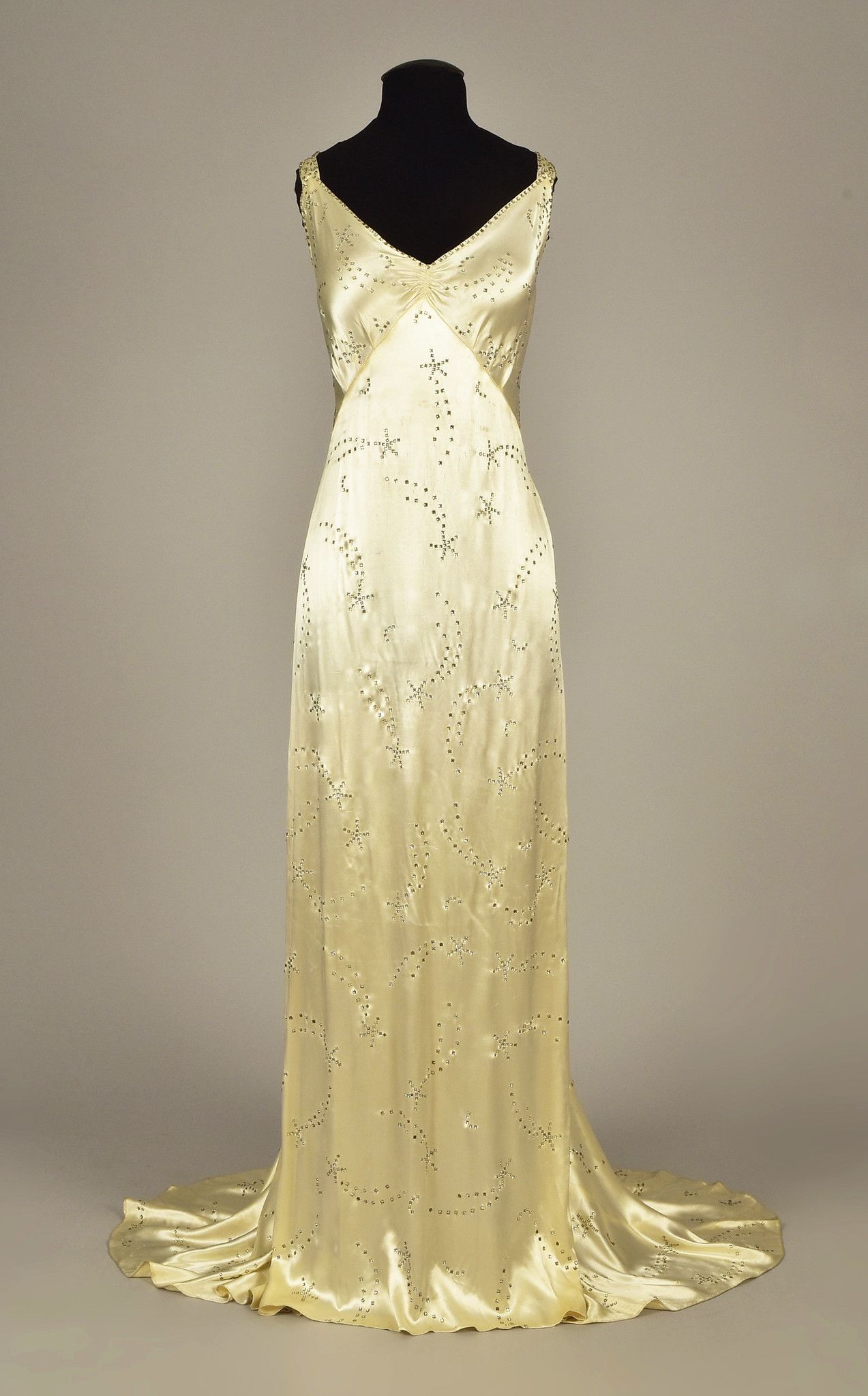 95b771a93413 LOT 615 WHITE SATIN GOWN with DIAMANTE, 1930s - whitakerauction in ...
