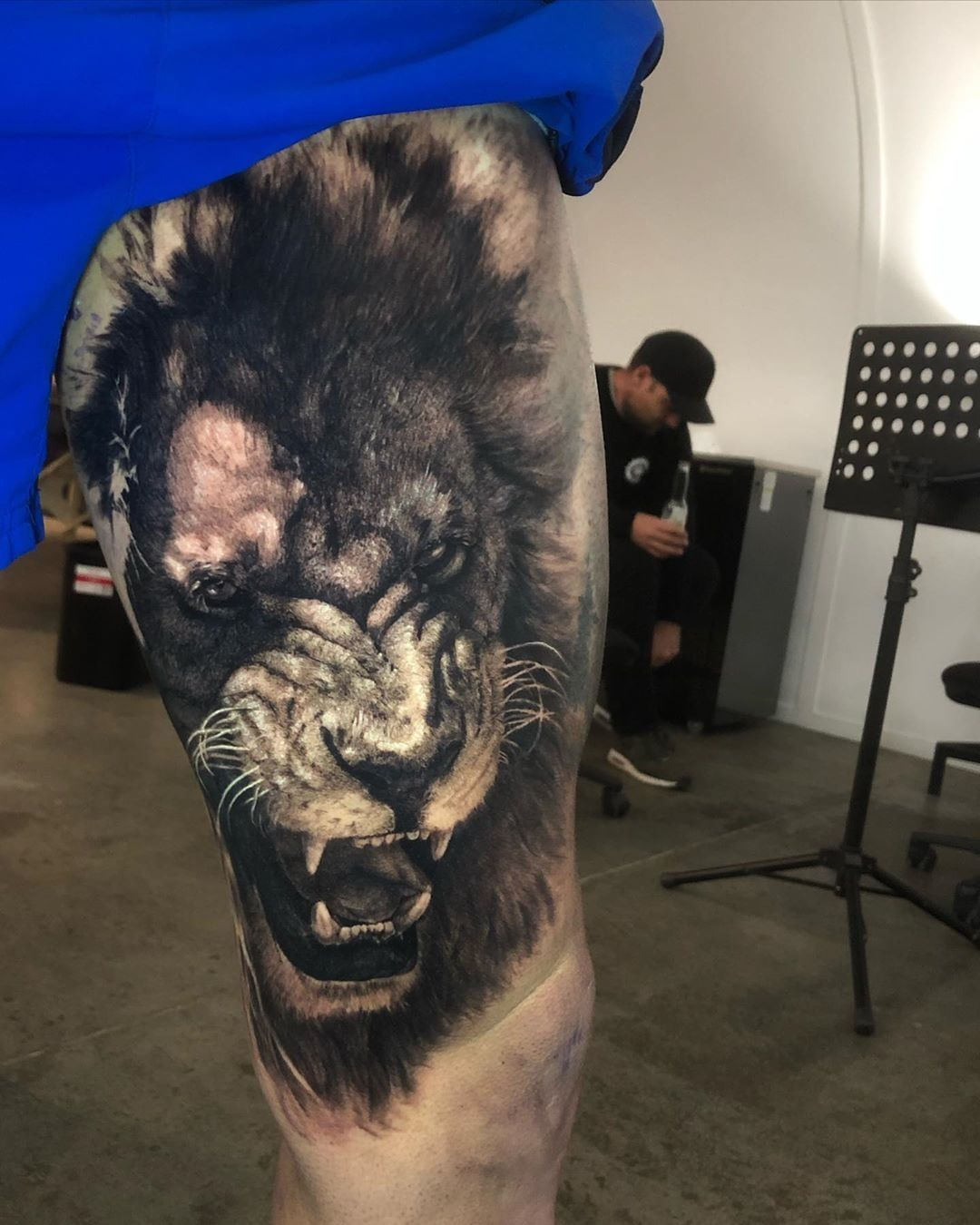 🦁 🙏🏻⚡👏 Lion Artist: @natotattooart Country: NZ ——————————————————————— ⚜️FOLLOW⚜️ @skingiants for daily tattoos! Sharing only the best tattoos Artists on instagram —————————————————————— #realismtattoo #blackandgreytattoo #skingiants #tattooist #tattoolove #tattooed #tattoosleeve #tattoodesign #tattoolover #tattooworld #tattoosofinstagram #tattoolovers #tattooleg #inked #tat #tats