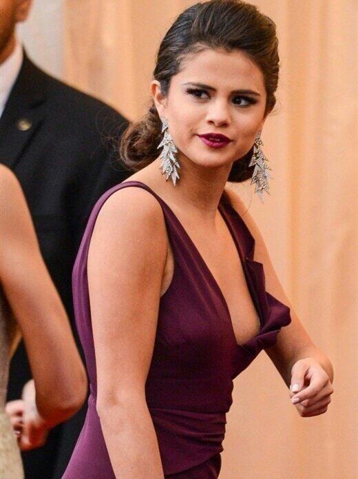 Selena gomez boob slip pics 891