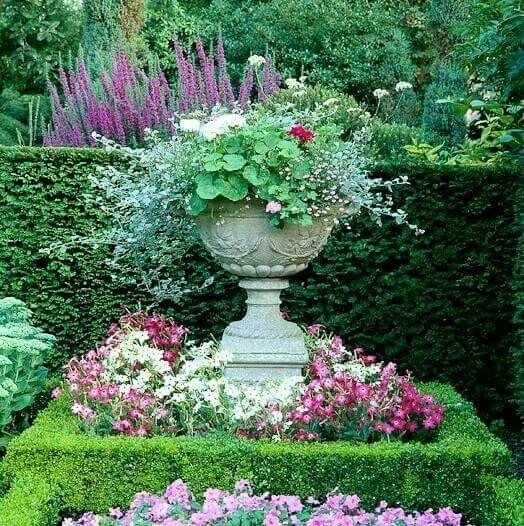 Pretty Focal Point Garden Urns Garden Inspiration Container Gardening
