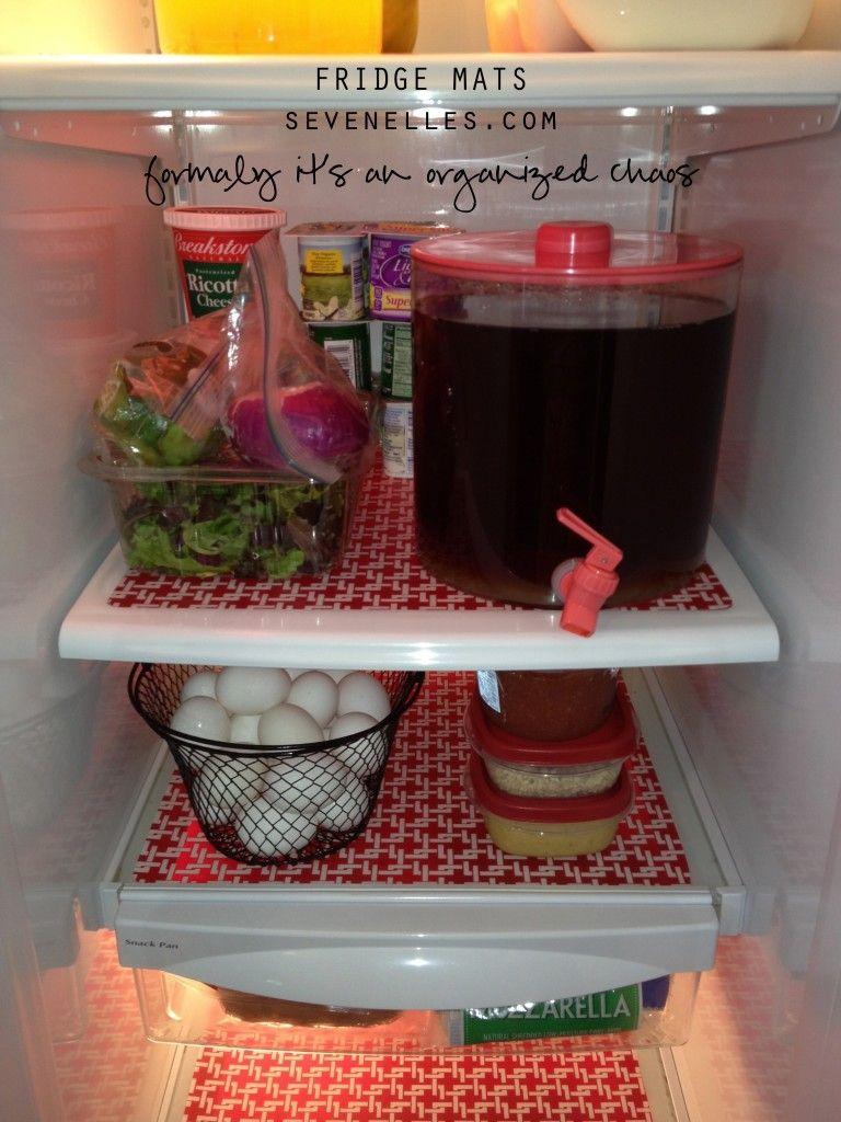 utiliser des sets de table pour prot ger le frigo et le nettoyer plus facilement j 39 aime. Black Bedroom Furniture Sets. Home Design Ideas