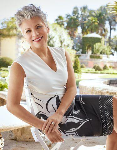 Jerseykleid Mit Bluten Und Tupfen In 2020 Schrowange Kleider Mode