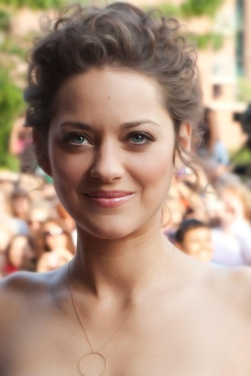 Plus Belle Femme Du Monde Sans Maquillage Marion Cotillard Belle Et Classe Coiffure Soiree Belles Actrices Marion Cotillard