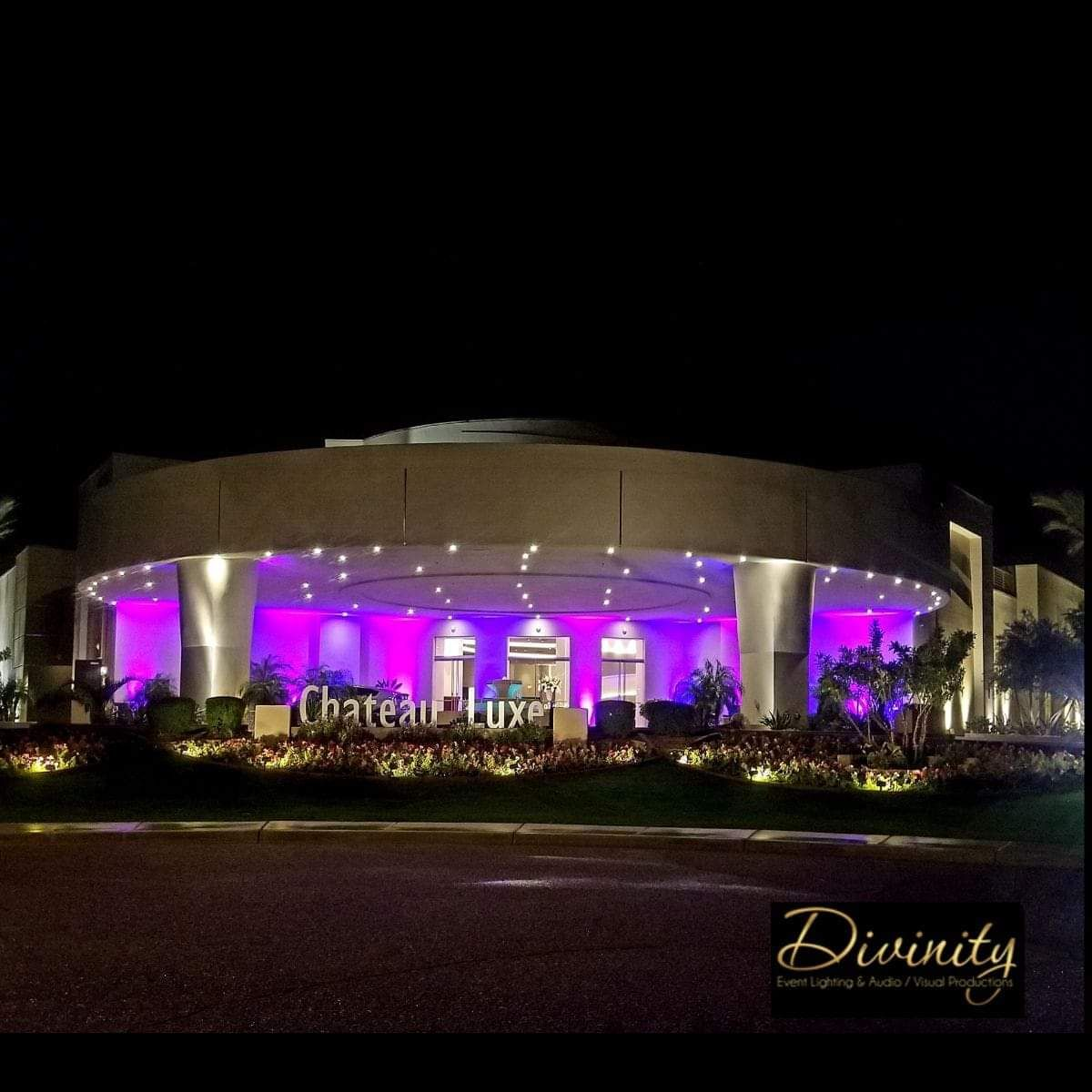 Entrance uplighting sets the tone and anticipation for your guests😎 #divinityeventlighting #lighting #audiovisual #divinityteam #weddings #corporate #events #uplighting #uplights #led #bistro #wireless #ceremony #reception