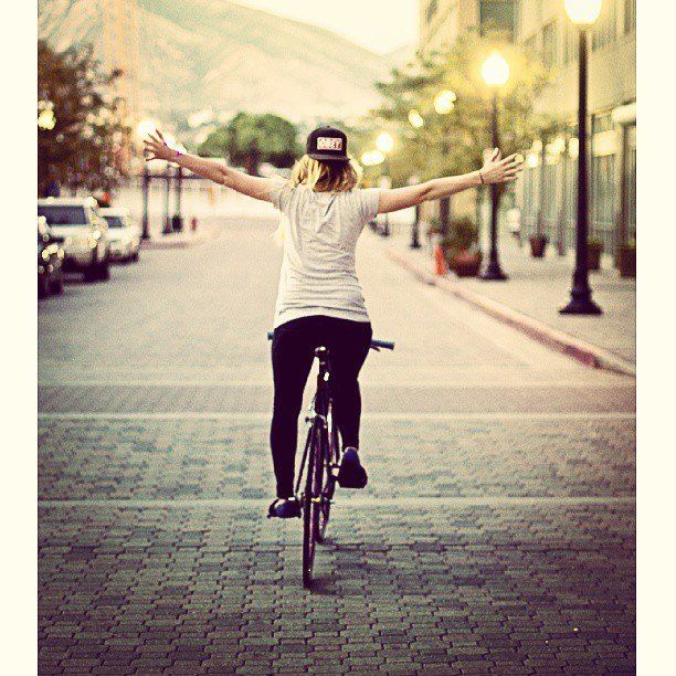 She Bikes Look Ma No Hands A Classic Anecdote Of A Person