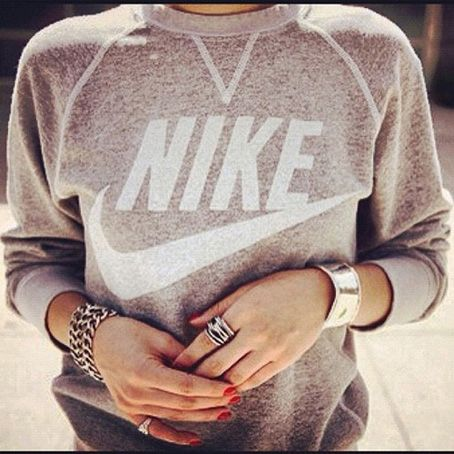Home and Delicious: fashion: the grey sweatshirt!