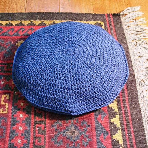 Ravelry The Big Easy Round Pillow Pattern Pattern By Sarah Lora