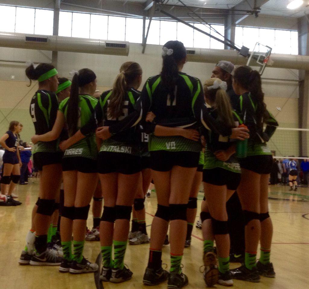 Matrix Volleyball Club Team 16 Yr Olds Goodyear Az Four Are 14 15 Yr Olds Volleyball Clubs Teams Sports