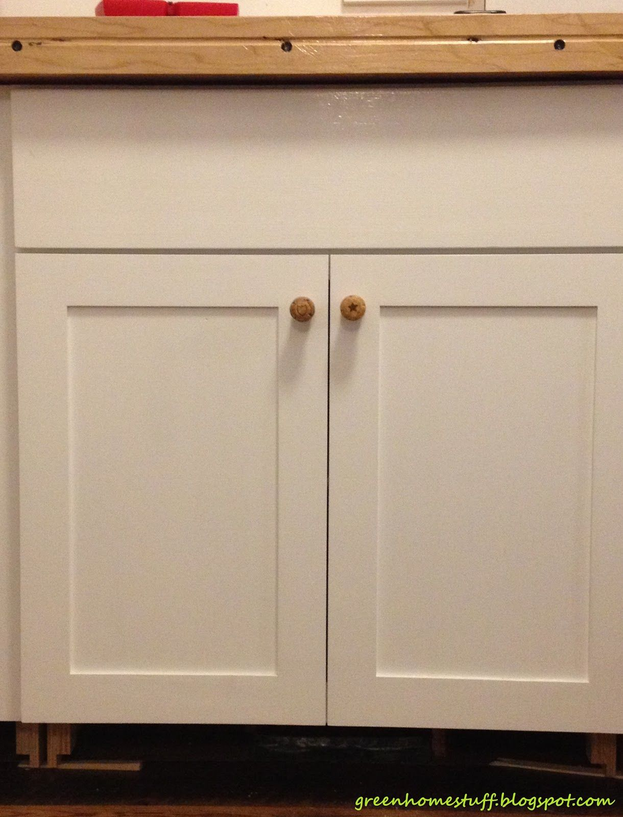 Sweet white finished wooden kitchen cabinet doors with for Kitchen cabinets knobs