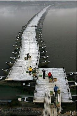 China's Wood Boats Bridge                          江西 赣州古浮橋                                                      Pontoon bridges have been constructed over the Zhang and Gong rivers since the Song Dynasty (960-1279), Ganzhou, Jiangxi, China