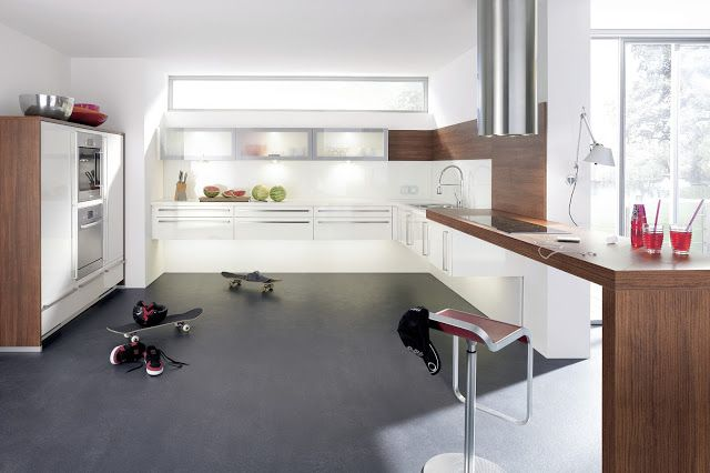Cuisine blanche et bois - bonne idée, le bar qui se poursuit au bout - idee de plan de maison