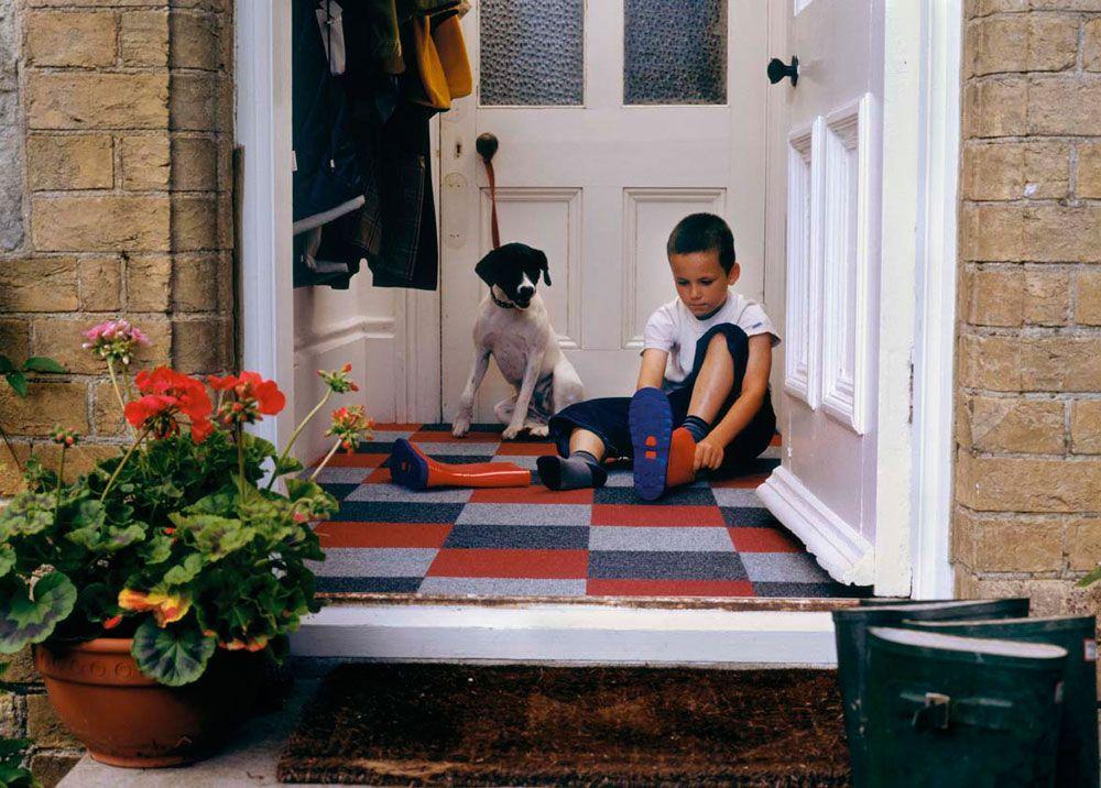 Je valt met de deur in huis, de hal is het visitekaartje en zegt kom binnen. Zorg voor een warm welkom in de hal met tapijt.