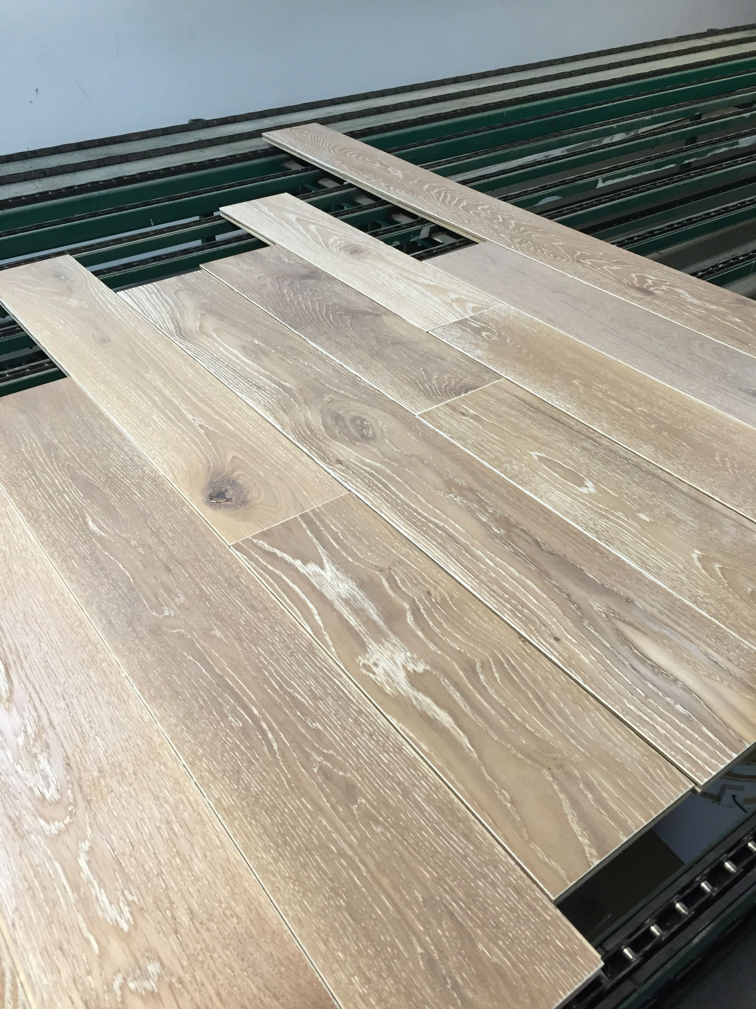 7\'\' white oak flooring wire brushed oiled manihi. Plancher de chêne ...