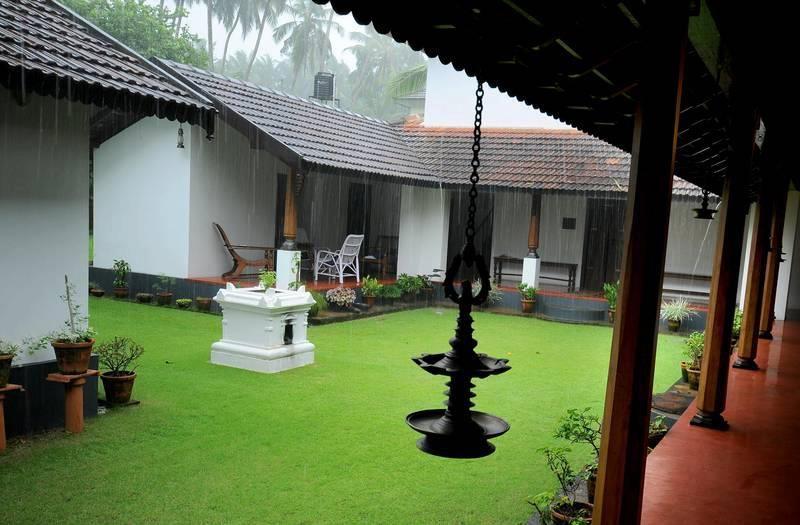 Traditional Kerala Lane Kerala House Design Kerala Houses Kerala Traditional House