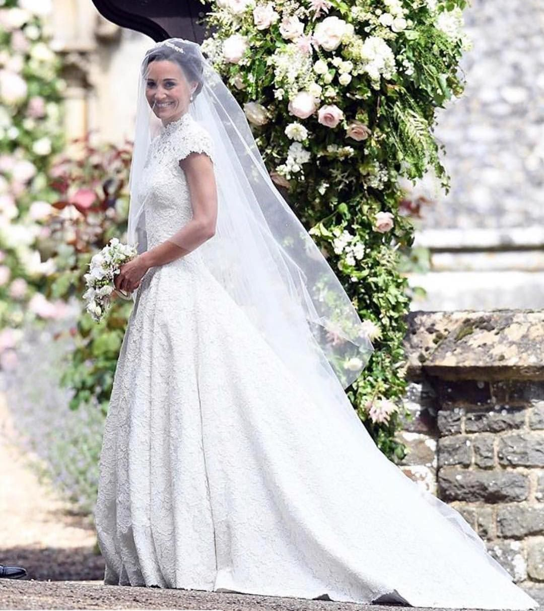 Sarah burton kate middleton wedding dress  Wedding Ideas weddingideas på Instagram ucCompletely covered in