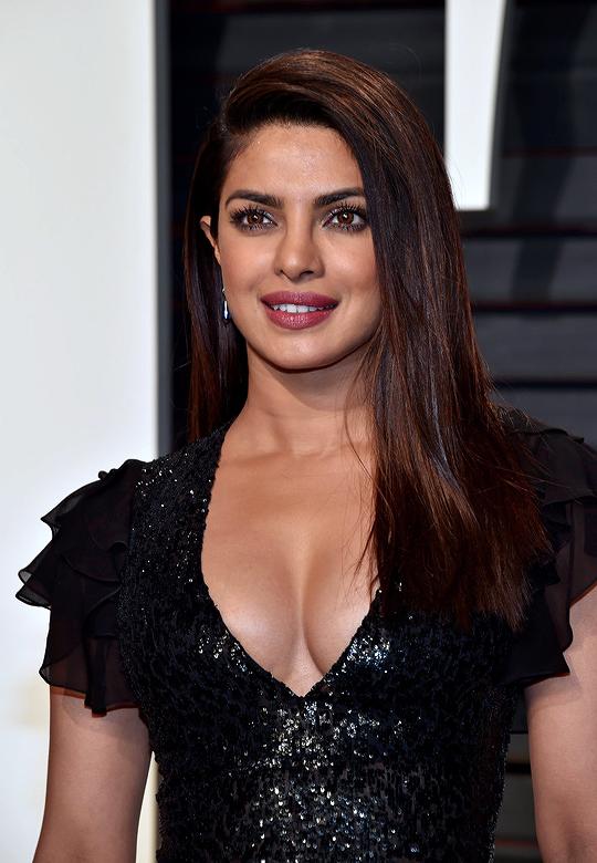 indische schauspielerinnen nackt