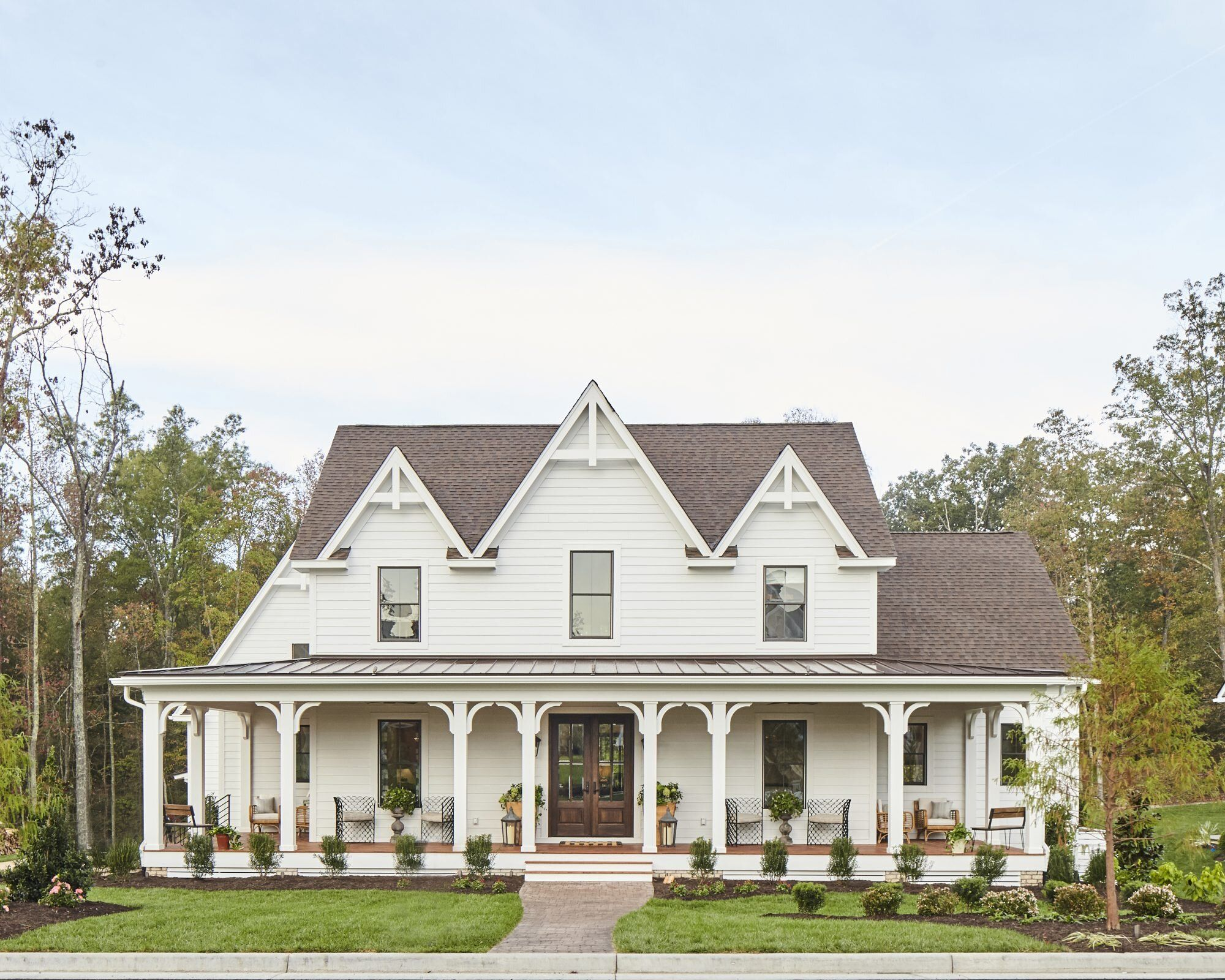 45 Farmhouse Decor Ideas For Your Southern Home In 2020 Gothic House Farmhouse Style House Plans