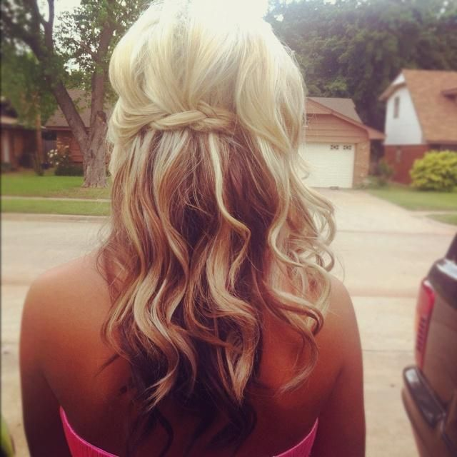 Love The Light Pale Blonde Top Layers With Medium Ash Brown Underneath Cute Hairstyles