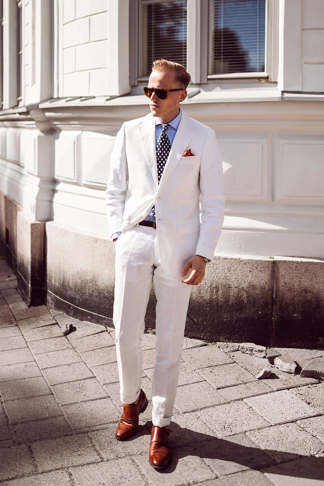 8ee26dee18f2 White suit, polka-dot tie, light blue shirt and brown double monk strap  shoes. #whitesuit #suitandtie #menswear