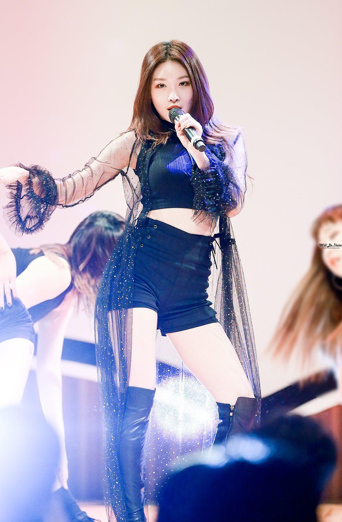 Chungha Chungha In 2019 Stage Outfits Korean Girl Groups Kpop