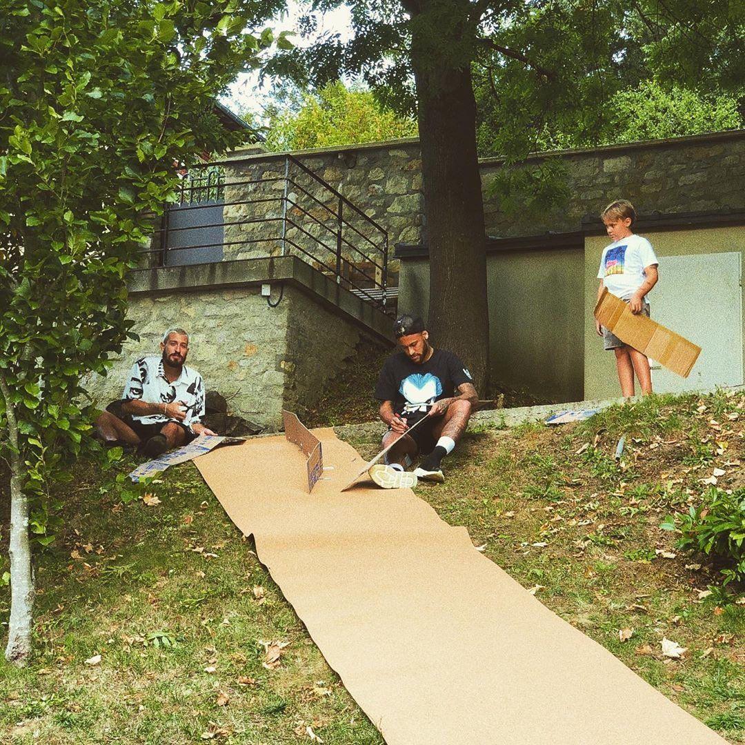 Neymar Builds A Toy House For His Kids Familymatters Neymar