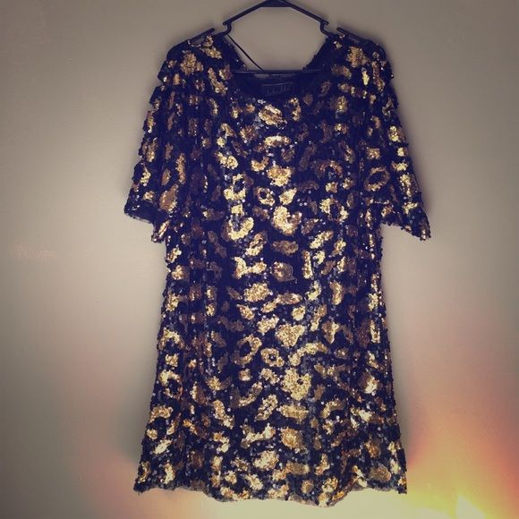 Lurker by Matix ✨sequin✨dress. Size M/L Beautiful piece from the Lurker holiday collection. In great condition. Letting this go because it is too big on me. Size M/L. This is a gorgeous dress. Wear it with skinny jeans, leggings, or alone with cute pumps! Like new! Super flashy and fabulous! No trades. Will take reasonable offers. Lurker Label by Matix Dresses Mini