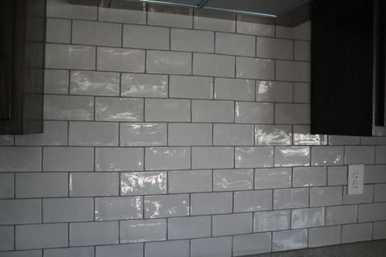 Ivy Hill Tile Catalina Gris 3 In X 6 In X 8 Mm Polished Ceramic Subway Wall Tile 5 38 Sq Ft Case Ext3rd101718 The Home Depot Wall Tiles Splashback Tiles Contemporary Tile