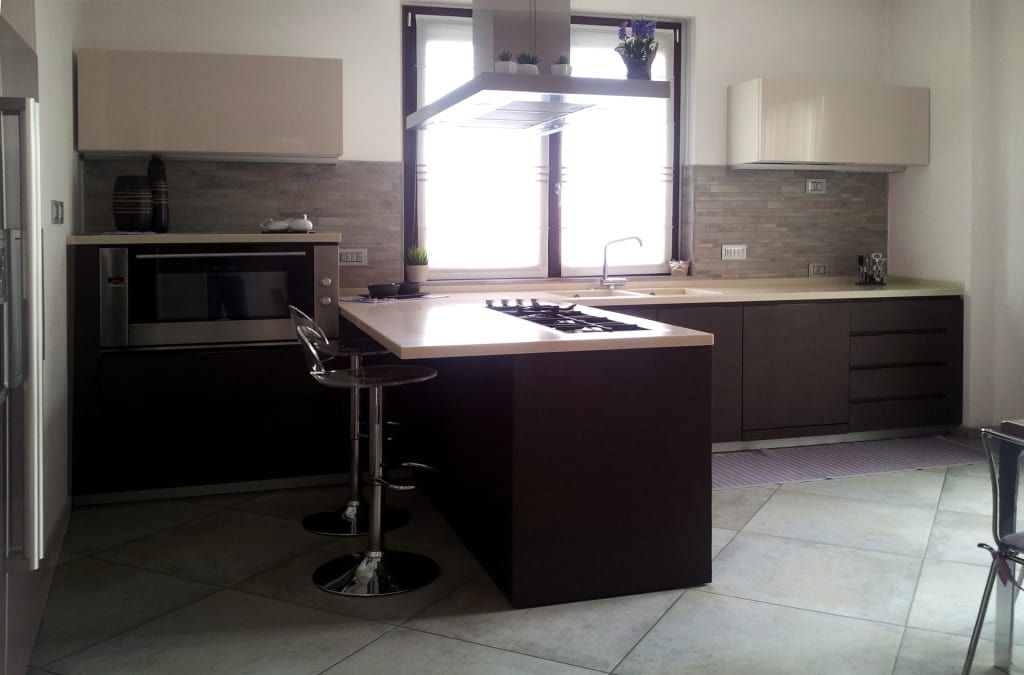 Appartamento a milano: curve e geometrie lineari si incontrano cucina minimalista di eleonora pozzi arch studio minimalista
