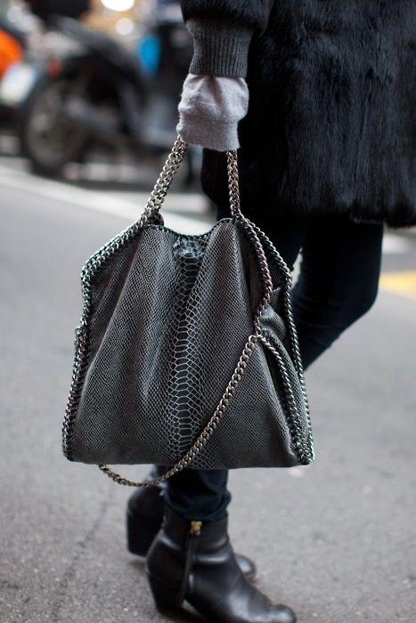 Stella McCartney包包促销中 背这款包的都是帅气女神!王菲,刘雯范冰冰等