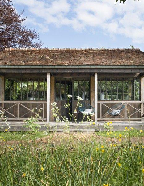 Inspirée par celles du Cap Ferret, la cabane est en pin et en chêne - location maison cap ferret avec piscine