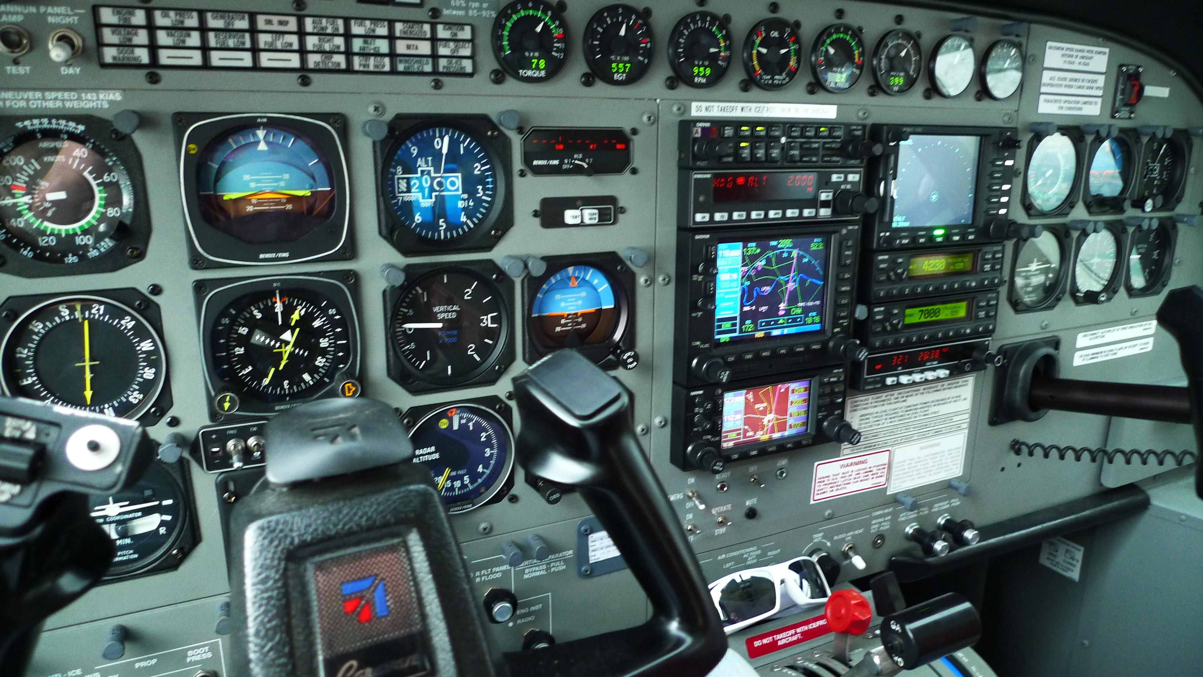 Cessna Caravan Cockpit Wet Lease Garrett Equipped EASA - Airline captain takes amazing photos from his cockpit and no theyre not photoshopped
