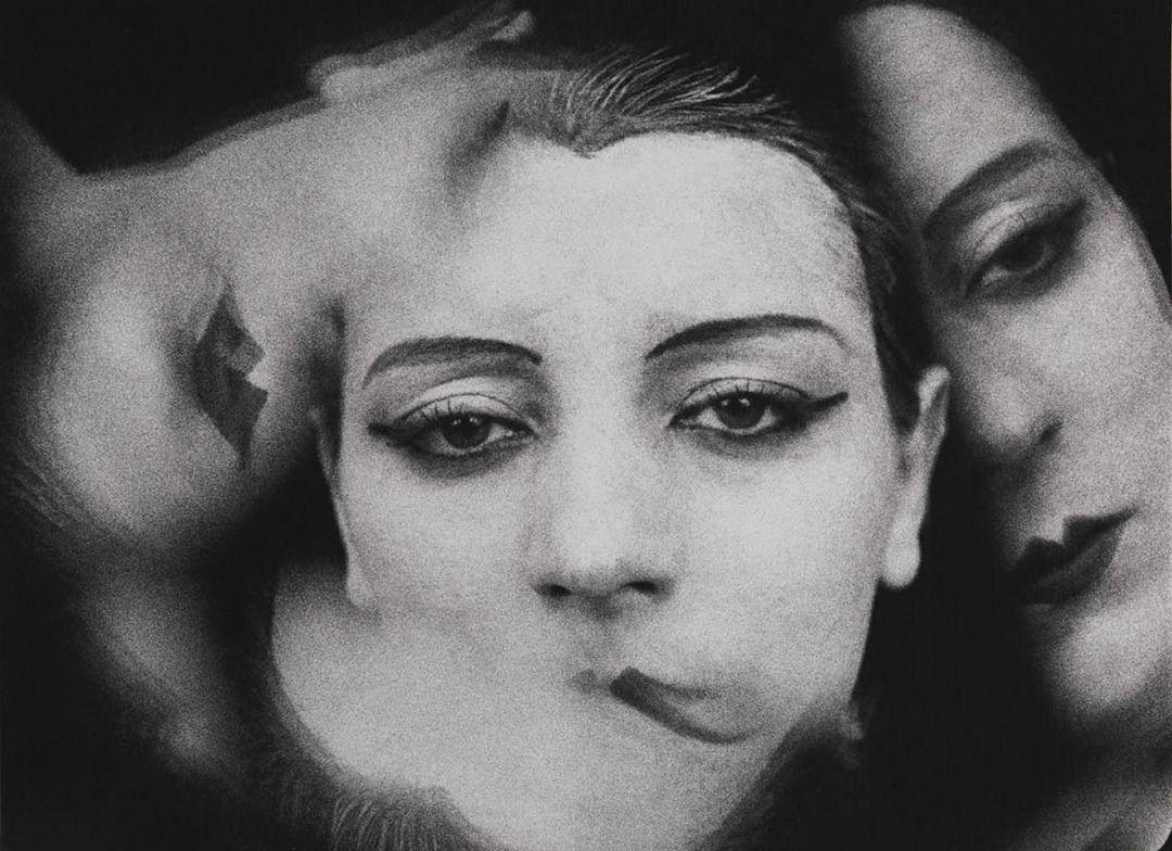 Man Ray est né en 1890, est surtout connu comme photographe.   – Graphic Trending Posters