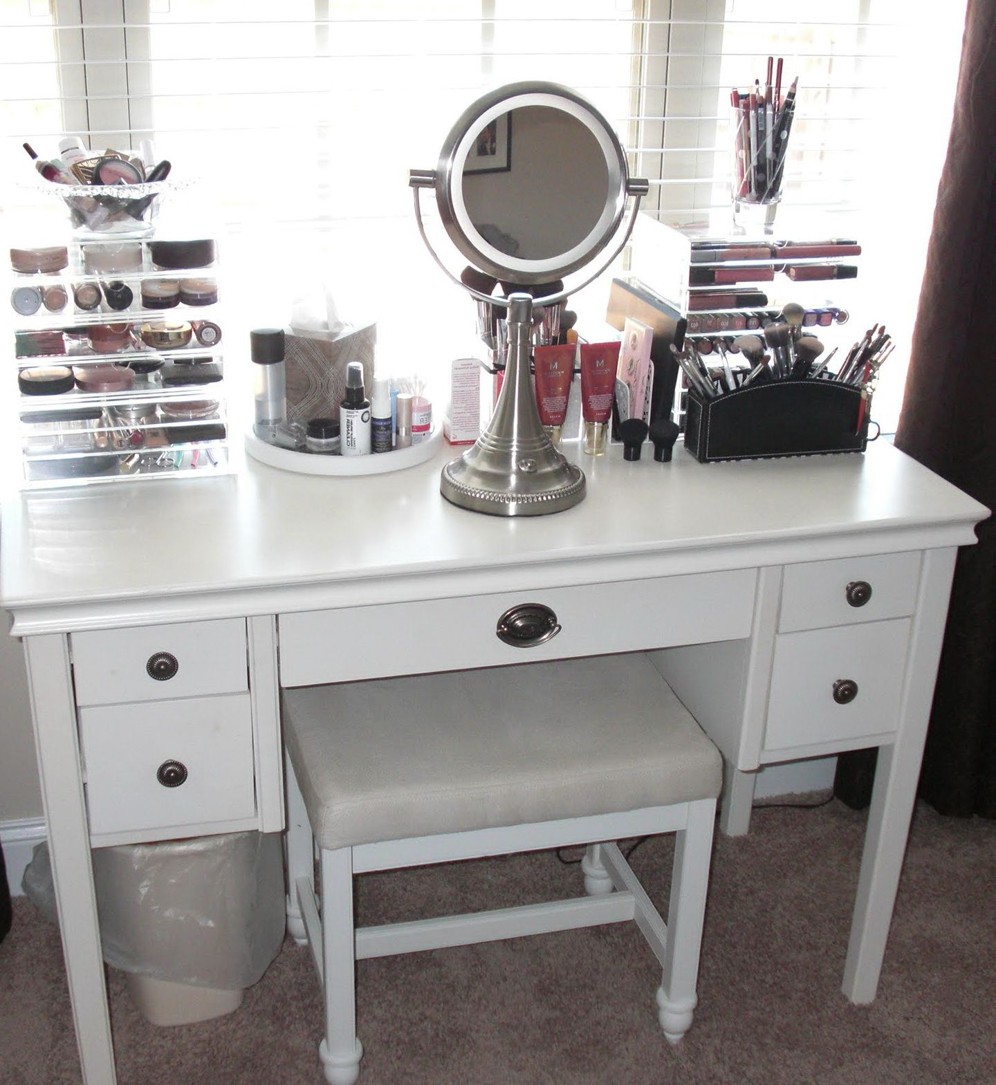 Stunning vanity table with lighted mirror for home furniture ideas stunning vanity table with lighted mirror for home furniture ideas white vanity penteadeiras aloadofball Image collections
