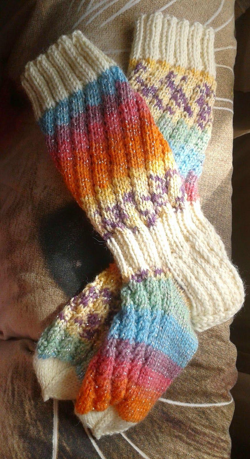 Pakkoneuloosia lankojen, kissan ja miehen keskellä.: twist or not sukat novita 7veljestä sekä akryyli langasta