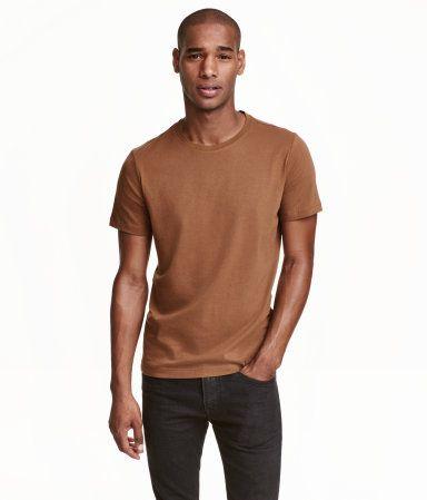 PRESTON : Medium Mørk kamel. CONSCIOUS. Rundhalset T-shirt i jersey af økologisk bomuldsblanding.