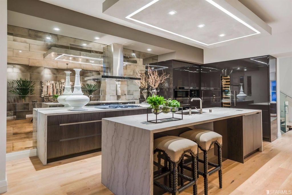 Custom kitchen fabricated by Leo Claudio, in high gloss ...