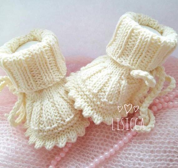 Photo of Handgestrickte Babyschuhe Weiße Babyschuhe Babyschuhe Babypartygeschenk Babysch…
